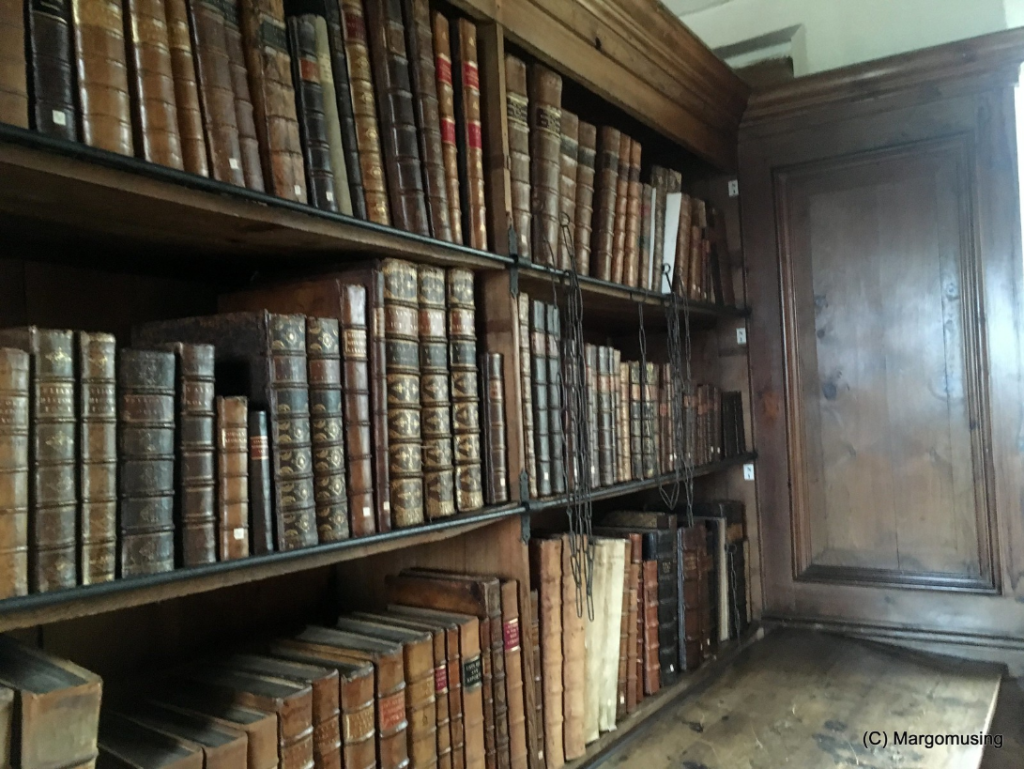 Figure 6: Chained Books at Wells Cathedral (Image Credit: T_Marjorie, 2018, https://flic.kr/p/QugA6G)